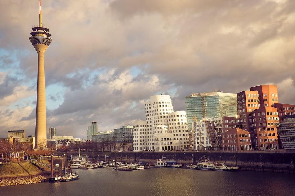 Ein Blick auf den Medienhafen in Düsseldorf