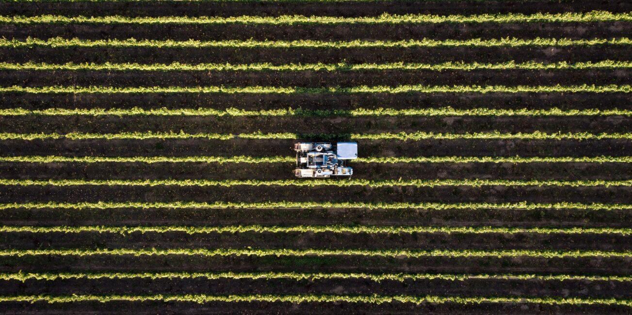 Landmaschine aus Vogelperspektive